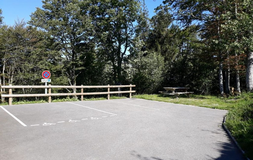 Location de vacances - Chalet à Saint-Maurice-sur-Moselle - 3 PLACES PARKING A COTE DU CHALET + TABLE PIQUE NIQUE