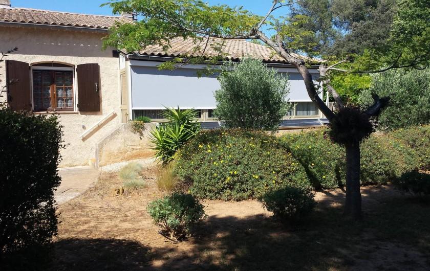 Location de vacances - Villa à Six-Fours-les-Plages - Façade sud avec véranda couverte