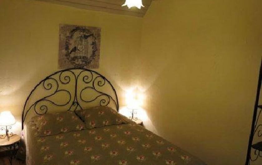"""Location de vacances - Gîte à Saint-Pierre-de-Nogaret - Chambre  """"Vallée du Lot""""  1 lit en 140"""