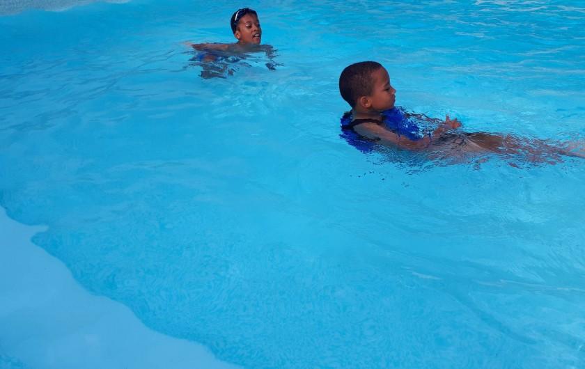 Location de vacances - Chambre d'hôtes à Habas - Piscine, l'accès des enfants est sous la surveillance permanente des parents.