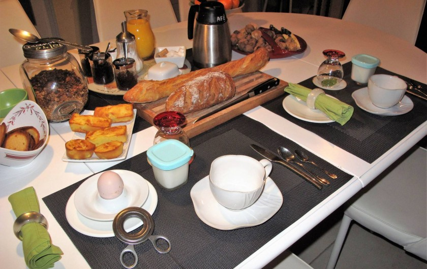 Location de vacances - Chambre d'hôtes à Habas - Petti déjeuner dans la salle à manger en mars