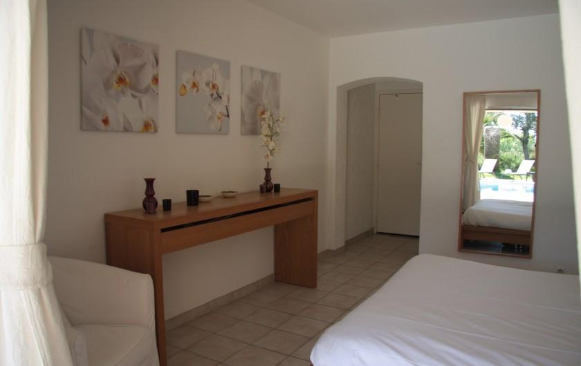 Location de vacances - Villa à Sainte-Maxime - Chambre blanche