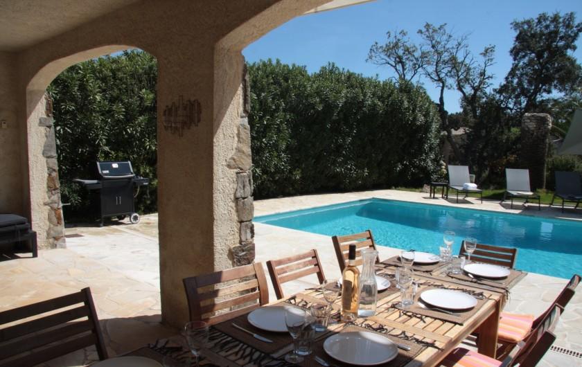 Location de vacances - Villa à Sainte-Maxime - Terrasse où manger