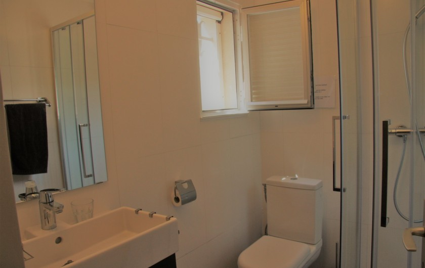 Location de vacances - Villa à Sainte-Maxime - Salle de douche 1er étage