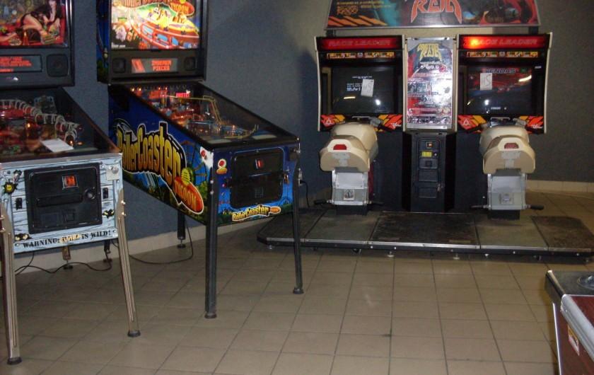 Location de vacances - Camping à Saint-Jean-de-Monts - salle de jeux (une partie des jeux)