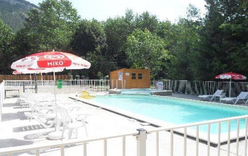 Location de vacances - Camping à Barjac - Piscine et Pataugeoire chauffées en juin juillet et aout
