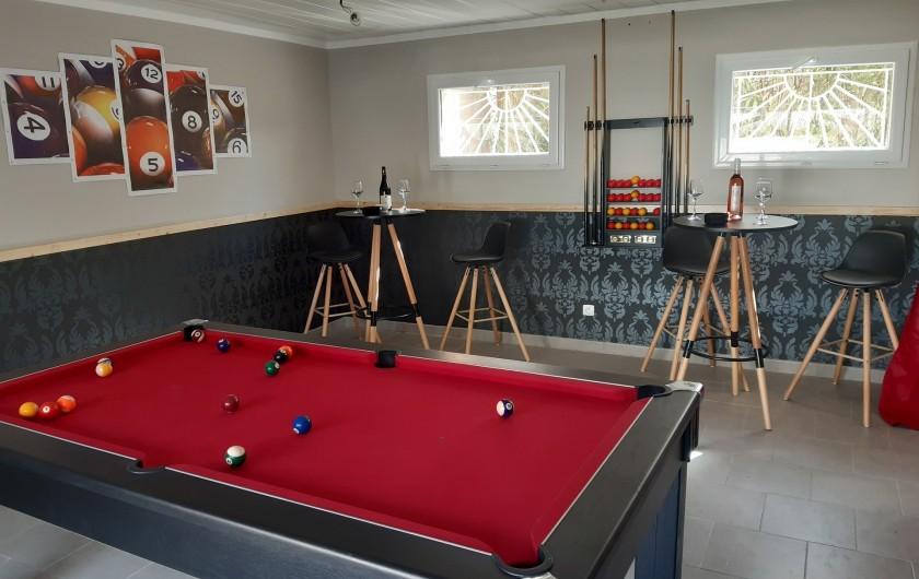 Location de vacances - Villa à Saint-Dézéry - nouvelle salle de jeux avec billard