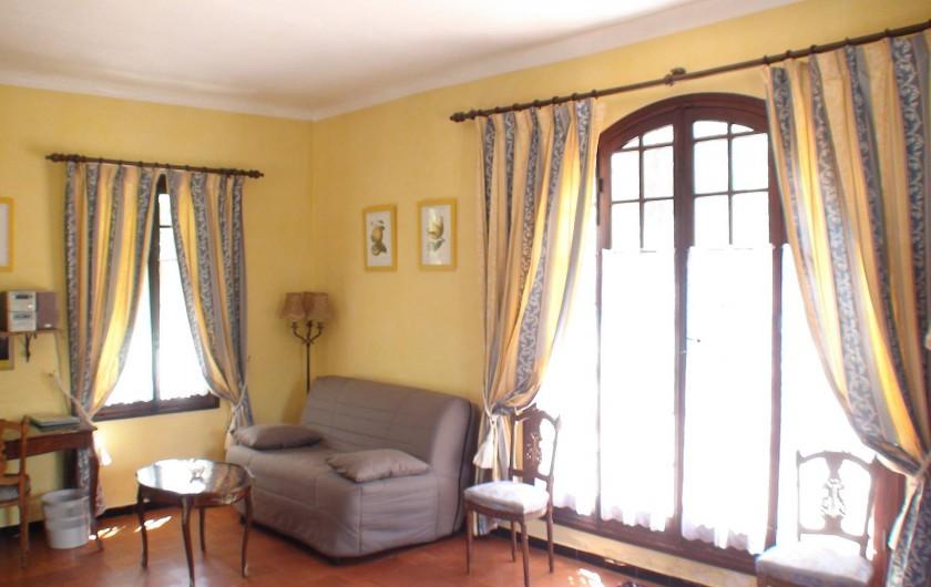 Location de vacances - Chambre d'hôtes à Grasse - Le salon de la suite des glycines.