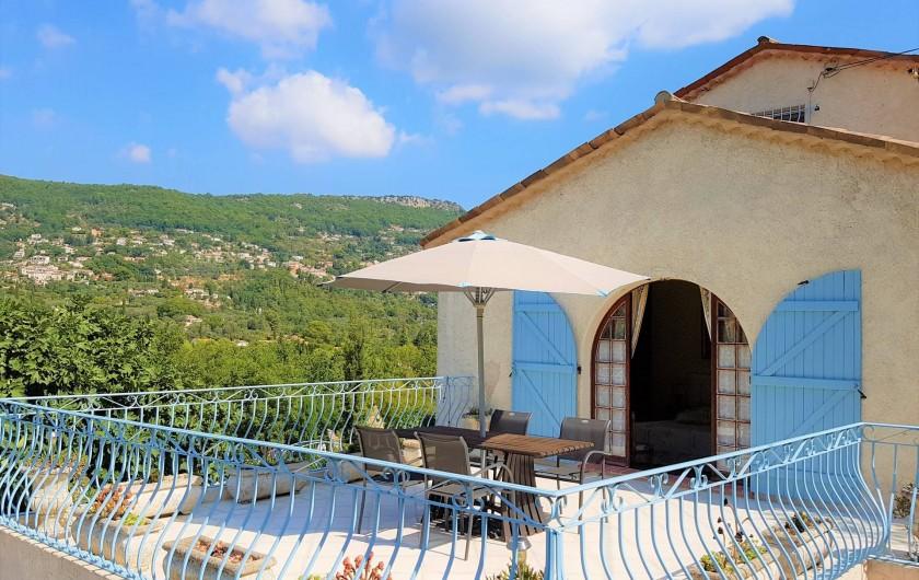 Location de vacances - Chambre d'hôtes à Grasse - La terrasse de la suite des glycines.