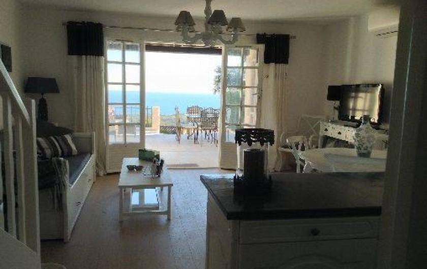 Location de vacances - Mas à La Croix-Valmer - Séjour avec grande terrasse vue mer