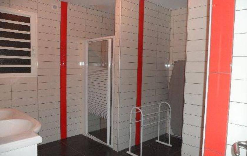 Location de vacances - Villa à Trois Bassins - grande salle de bains côté A