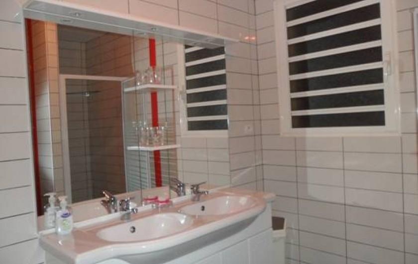 Location de vacances - Villa à Trois Bassins - grande salle de bain côté B