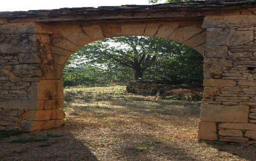 Location de vacances - Gîte à Saint-Amand-de-Coly - l'arche du 16è siècle