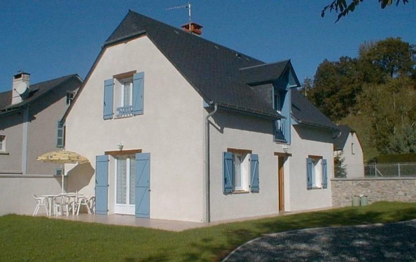 Location de vacances - Gîte à Peyrouse - Façade cour