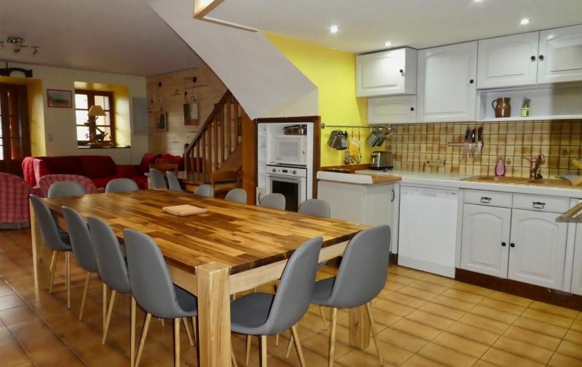 Location de vacances - Chalet à Vielle-Louron - espace repas et cuisine