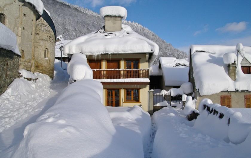 Location de vacances - Chalet à Vielle-Louron - la maison en hiver