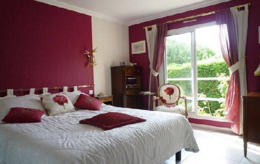 Location de vacances - Villa à Caluire-et-Cuire - la chambre du RDC lit 160 et salle de bain attenante