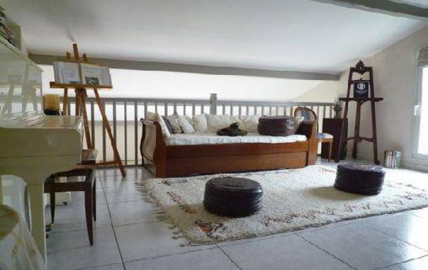 Location de vacances - Villa à Caluire-et-Cuire - la mezzanine et le piano avant le baby foot