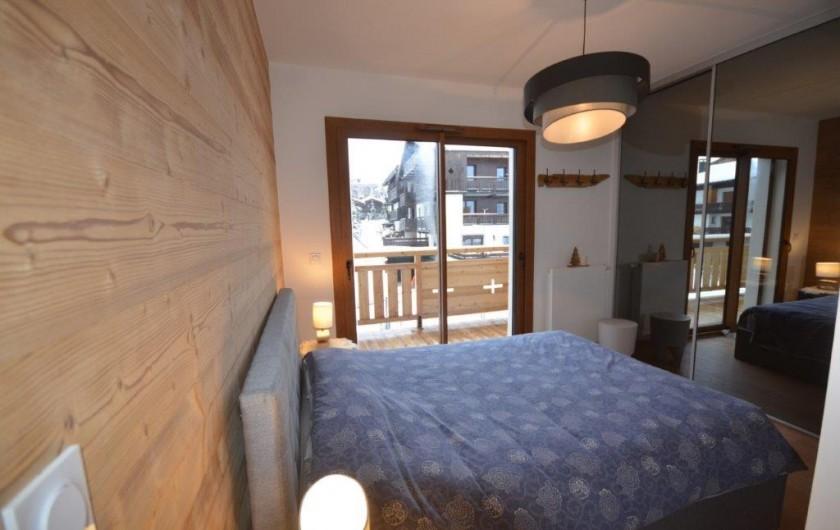 Location de vacances - Appartement à Les Gets - Chambre parentale / accès balcon
