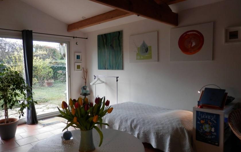 Location de vacances - Chambre d'hôtes à Faycelles - Se laisser accueillir par des fleurs...