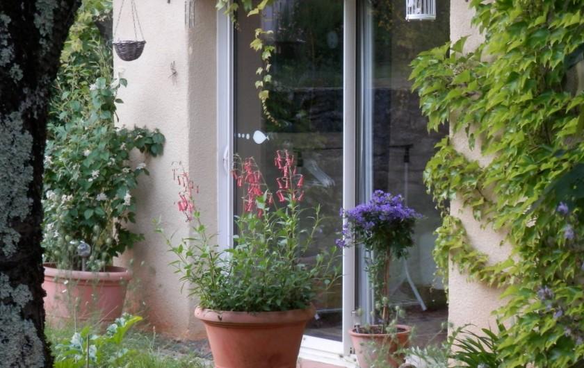 Location de vacances - Chambre d'hôtes à Faycelles - L'entrée de la chambre d'hôtes.