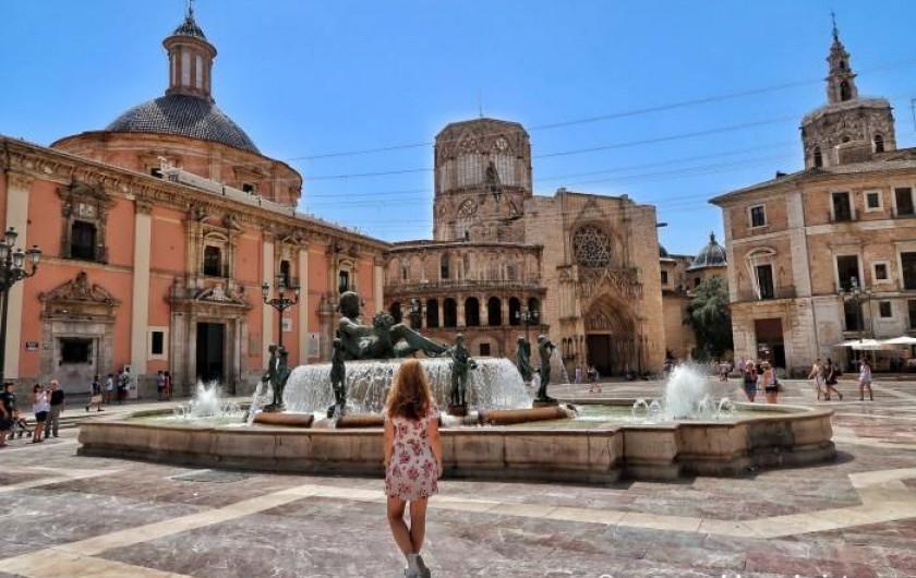 Location de vacances - Appartement à Valence - place de la Vierge