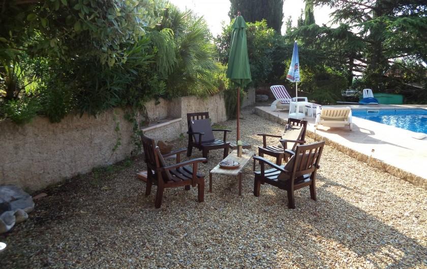 Location de vacances - Villa à Mandelieu-la-Napoule - un autre coin vers la piscine