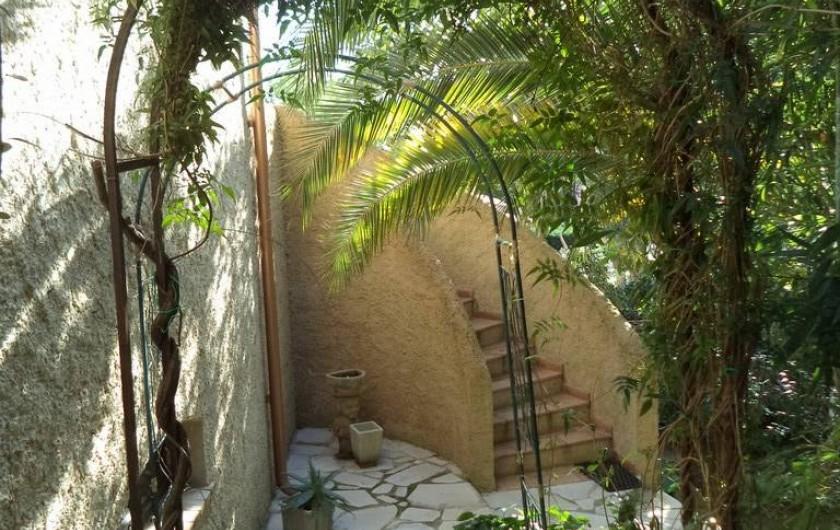 Location de vacances - Villa à Mandelieu-la-Napoule - un des escaliers extérieurs