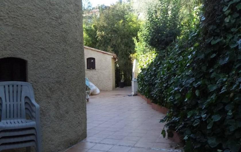 Location de vacances - Villa à Mandelieu-la-Napoule - arrière de la maison