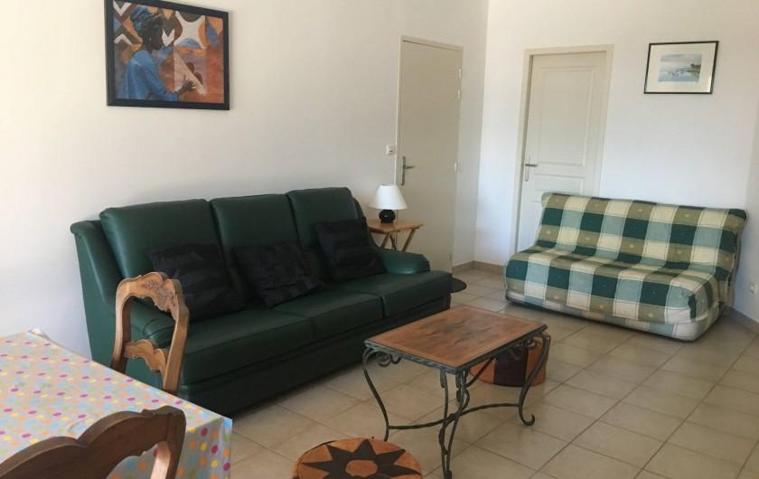 Location de vacances - Appartement à Villeneuve-lès-Avignon - Salon/salle à manger