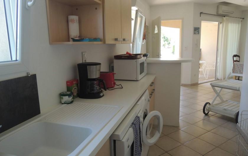 Location de vacances - Appartement à Villeneuve-lès-Avignon - La cuisine toute équipée LV LL Cafetière Grille pain