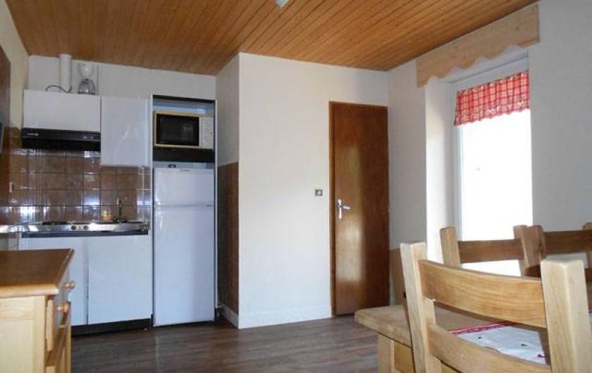 """Location de vacances - Gîte à La Bresse - Gite """"le liernat"""" 43 m2 + balcon -3 pièces. Vue séjour cuisine"""