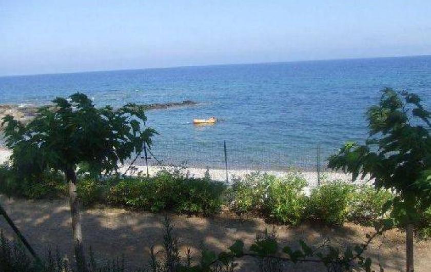 Location de vacances - Villa à Sainte-Lucie de Porto-Vecchio - petite plage à 100 mètre
