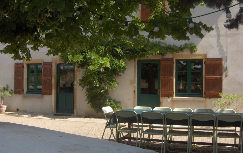 Location de vacances - Gîte à Saint-Bonnet-de-Cray - Vue sur la cour