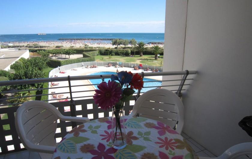 Location de vacances - Appartement à Le Cap d'Agde - Vue du Balcon sur mer et piscine