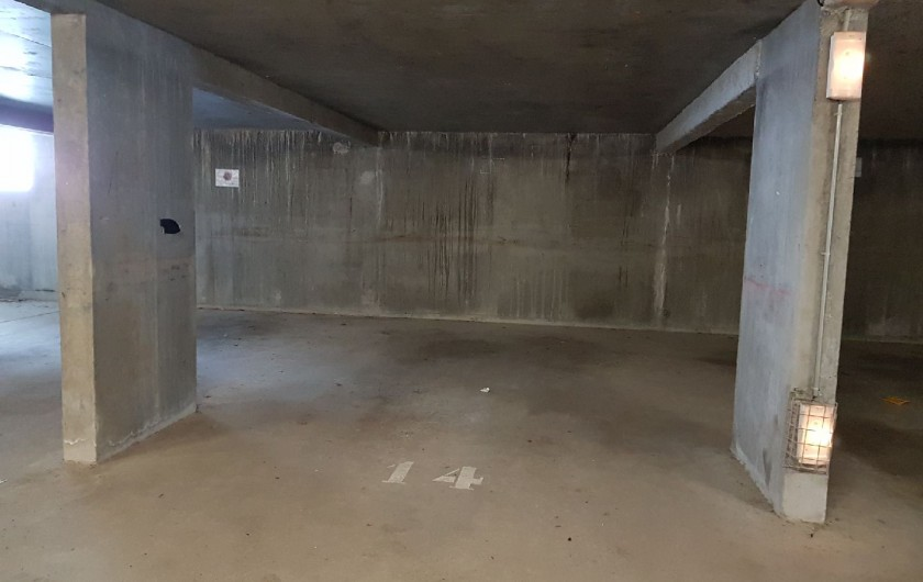 Location de vacances - Appartement à La Joue du Loup - le parking souterrain