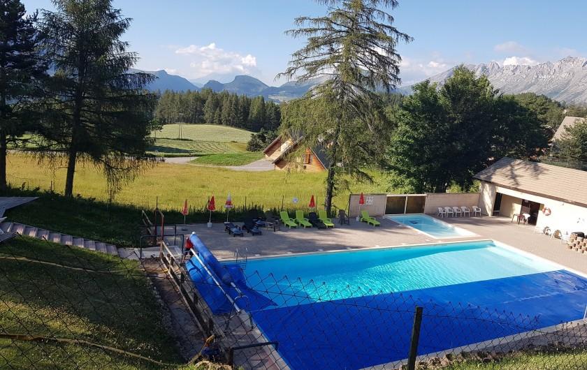 Location de vacances - Appartement à La Joue du Loup - la piscine chauffée en centre de station