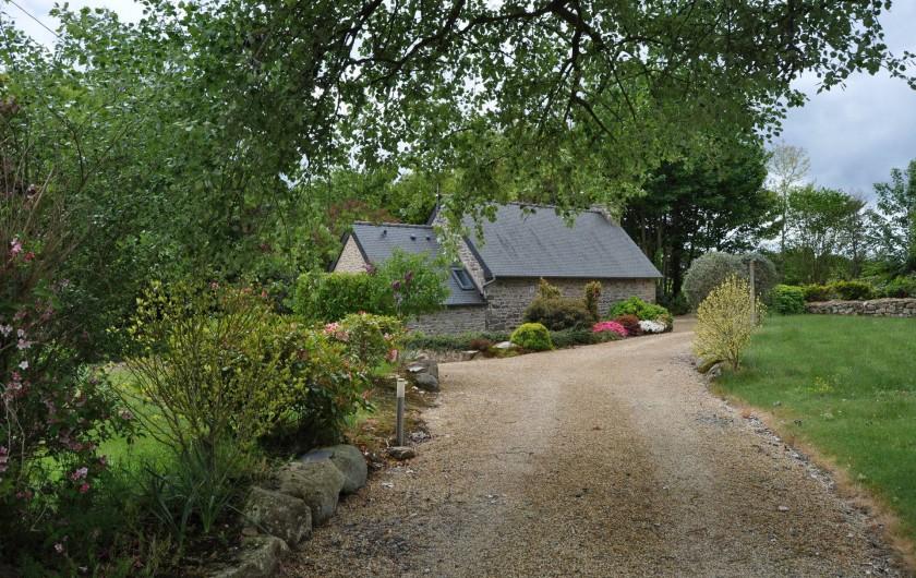 Location de vacances - Gîte à Lanvellec - Ty Nevez dans son écrin de verdure