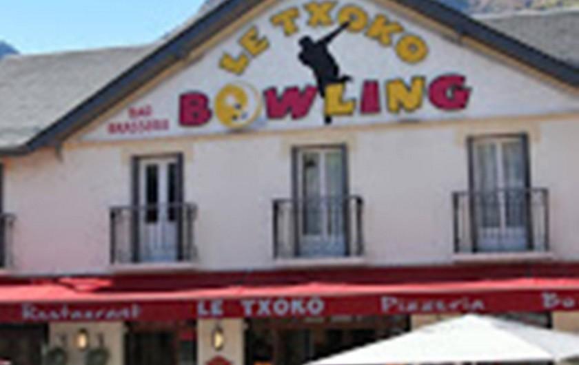 Location de vacances - Gîte à Esquièze-Sère - BOWLING      le Txoko  bar  / restaurant