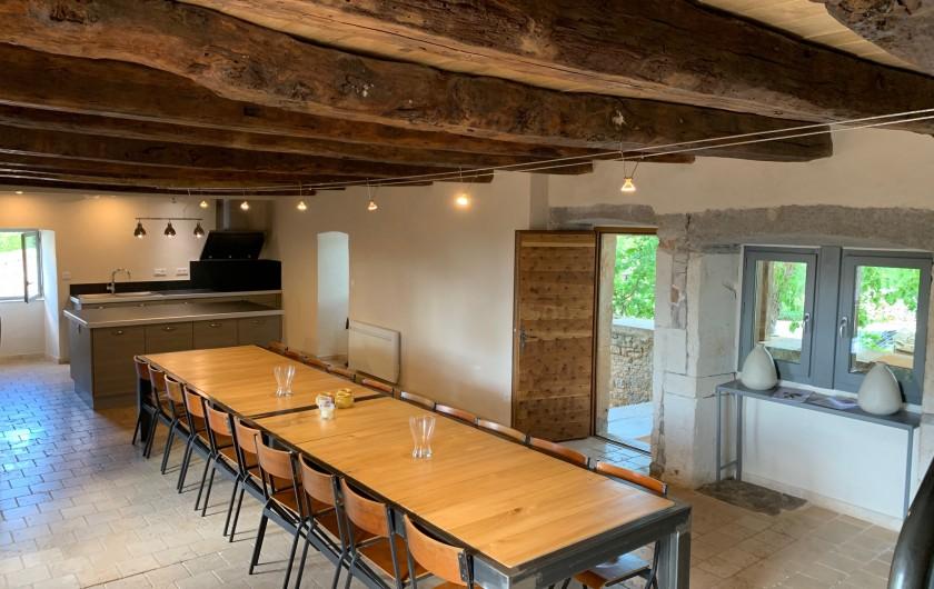 Location de vacances - Gîte à Saint-Antonin-Noble-Val - cuisine d'été à proximité de la piscine