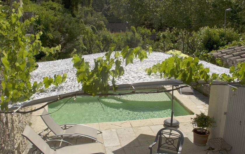 Location de vacances - Gîte à Robion - Piscine vue sur le Lubéron