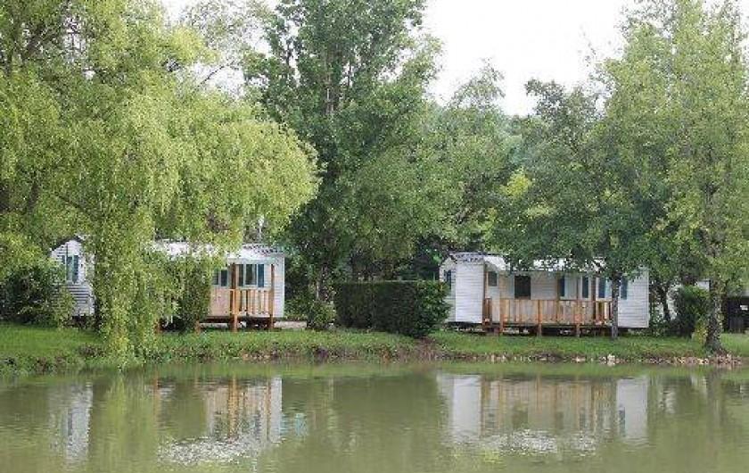 Camping le plan d 39 eau saint charles avec tang de p che for Camping avec etang de peche et piscine