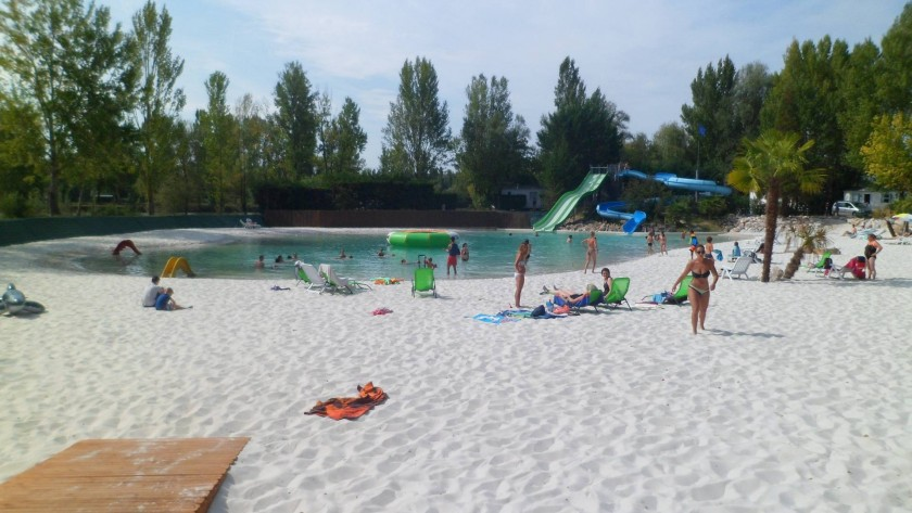 notre lagon et sa plage de sable blanc