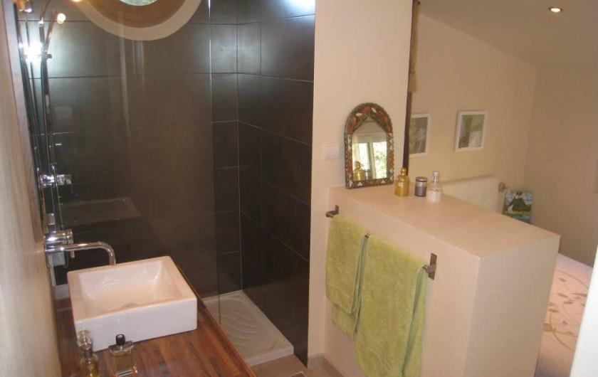 Location de vacances - Maison - Villa à Six-Fours-les-Plages - Salle d'eau, douche de la chambre 1