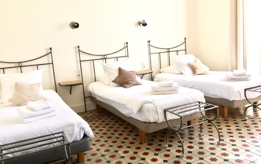 Location de vacances - Mas à Saint-Rémy-de-Provence - Une chambre avec 3 lits de 90/200 ( 1 er étage)