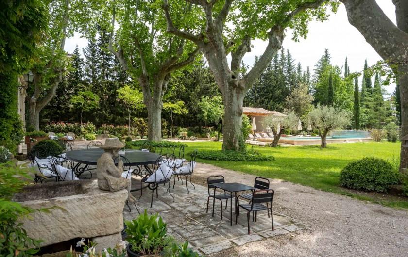 Location de vacances - Mas à Saint-Rémy-de-Provence - une vue du jardin