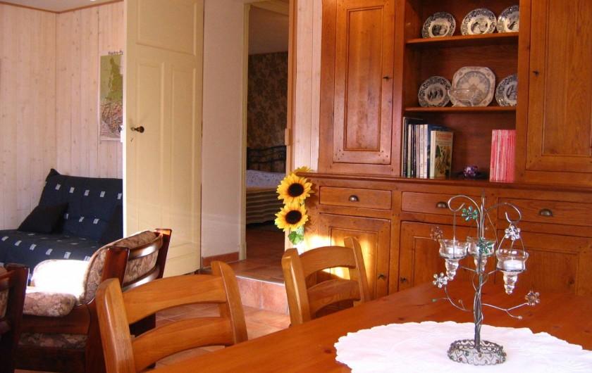 Location de vacances - Appartement à Argelès-Gazost - salle à manger avec en fond l'entrée sur la chammbre