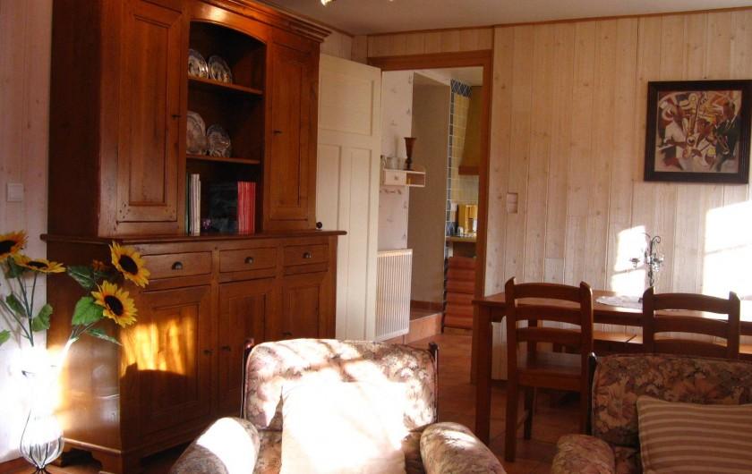 Location de vacances - Appartement à Argelès-Gazost - salle à manger au fond porte sur la cuisine