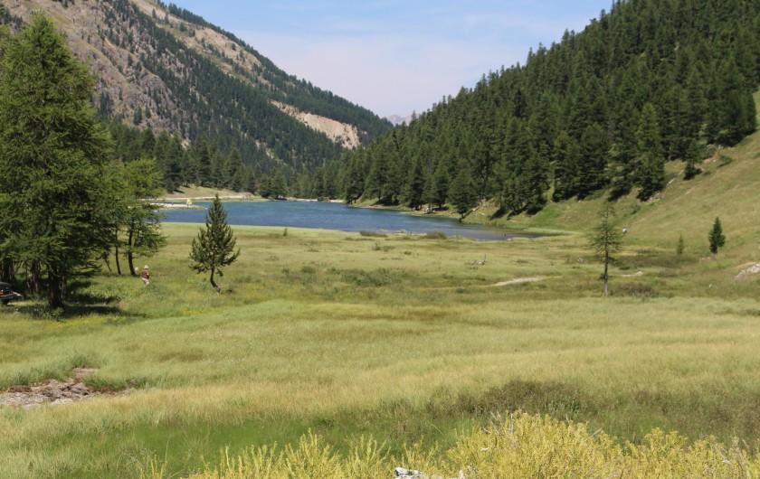Location de vacances - Appartement à Puy-Saint-Vincent - Un lac de montagne au dessus de Puy St Vincent