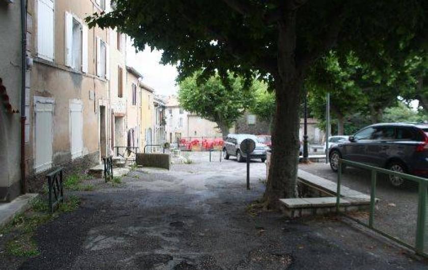 Location de vacances - Villa à Saint-Étienne-les-Orgues - Place du village
